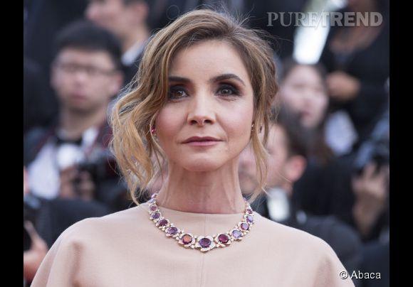 Clotilde Courau porte un collier Bulgari en or rose, rubellites et diamants lors du Festival de Cannes 2015.