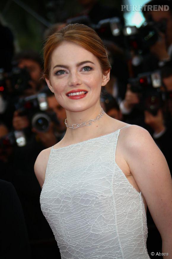 Emma Stone porte un ras de cou Repossi en or blanc et diamants lors du Festival de Cannes 2015.