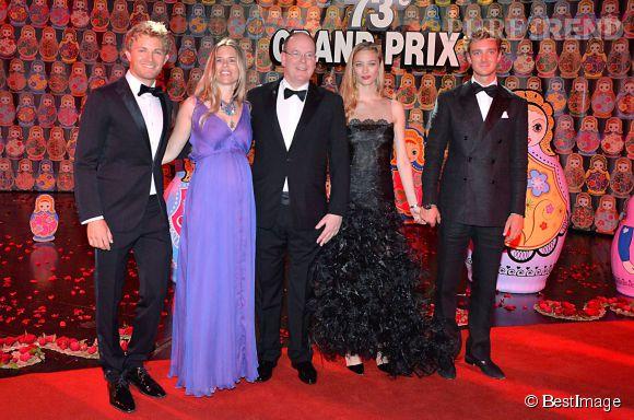 Le soir, Pierre Casiraghi était le cavalier de Beatrice Borromeo au bal donné en l'honneur des pilotes du Grand Prix.