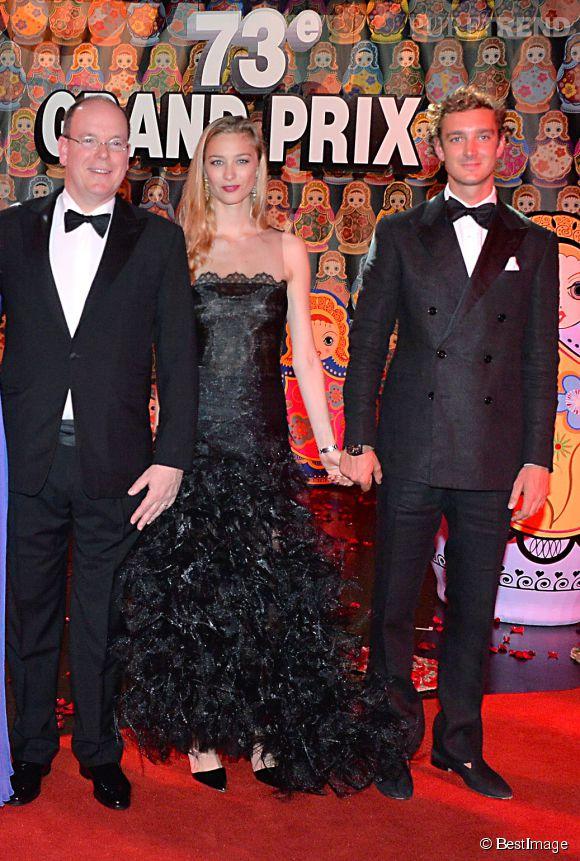 Pierre Casiraghi et Beatrice Borromeo, élégant en tenue de soirée, toujours main dans la main !