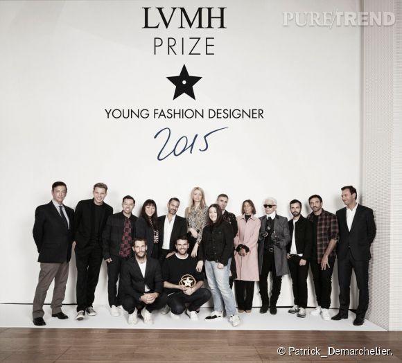 Les créateurs de Marques'Almeida entourés des membres du jury lors de la seconde édition du prix LVMH 2015.