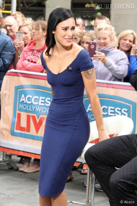 """Rumer Willis, très sexy dans une robe moulante sur le plateau d'""""Access Hollywood""""."""