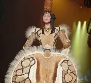Jean Paul Gaultier revisite le costume traditionnel breton.