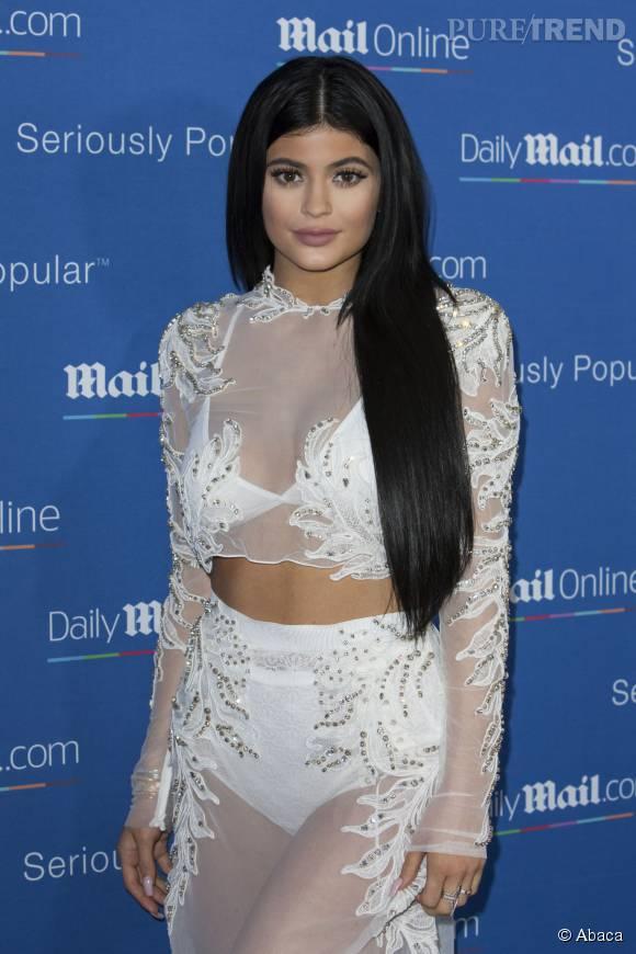 Kylie Jenner n'a pas peur de montrer ses dessous sur le tapis rouge.