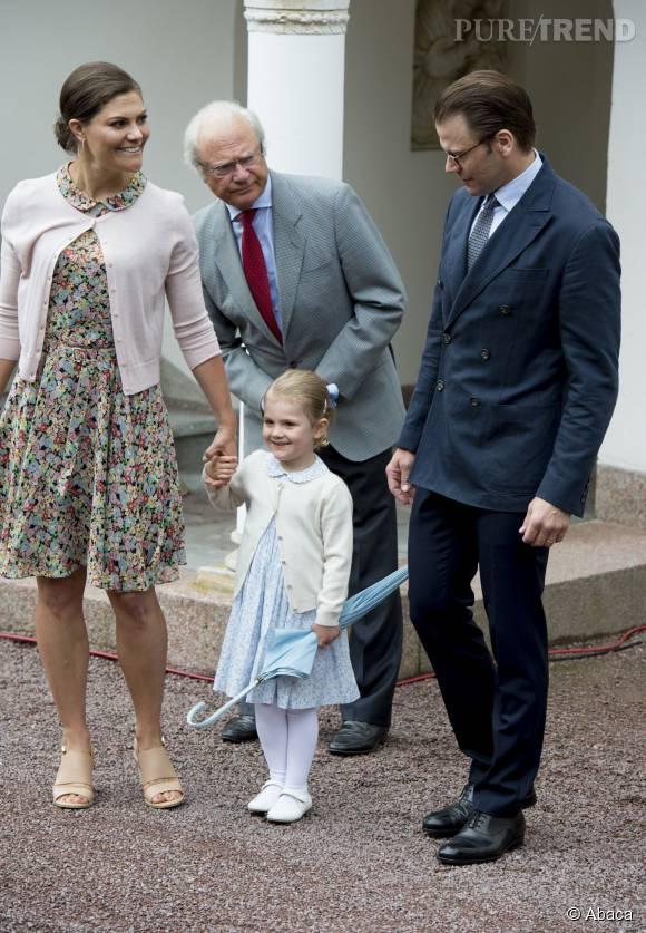 Victoria et sa fille Estelle sont habillées pareilles.