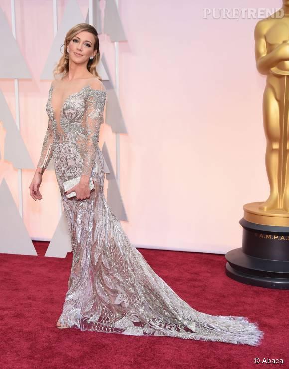 Katie Cassidy a peut-être choisi une robe longue glamour mais elle n'oublie jamais le maxi décolleté.