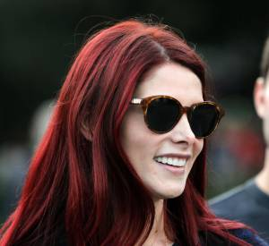 Une coloration rouge foncé pour Ashley Greene.