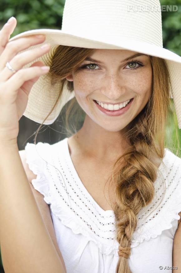 La tresse sur le côté, idéale pour les filles aux cheveux longs.