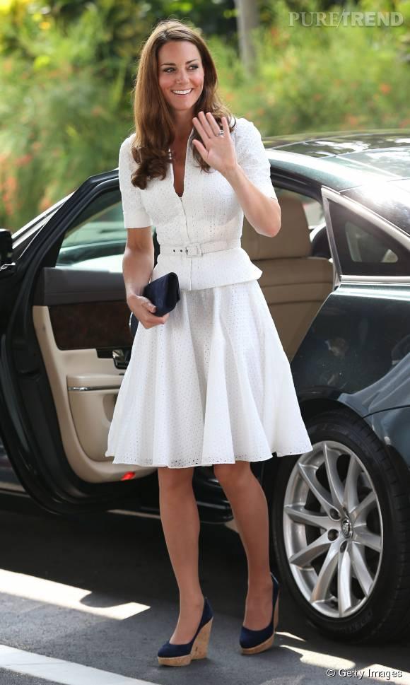 Kate Middleton a cette fois-ci opté pour une roble blanche faite entièrement de dentelle.