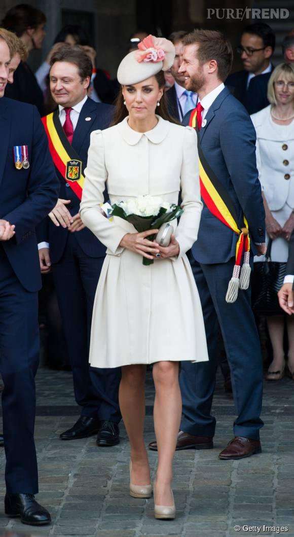 Robe blanche et bibi assorti, Kate Middleton adore le total look blanc.