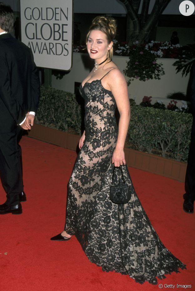 """En 1998, Kate Winslet devient une star connue mondialement grâce au film """"Titanic"""". Côté look, par contre c'est pas encore ça."""