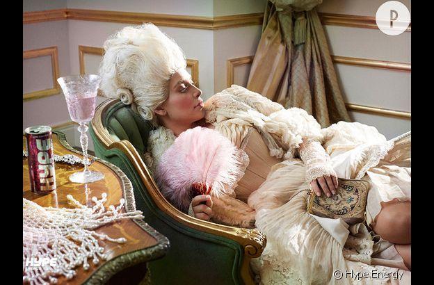 Kim Kardashian en Marie-Antoinette pour Hype Energy