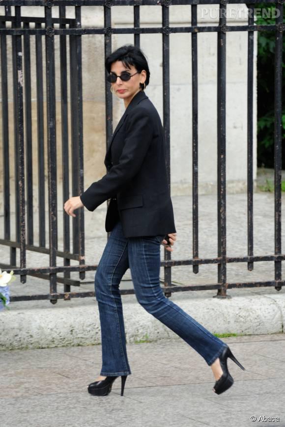 e84e5718b50ab Jean, veste de smoking et escarpins en cuir noir, Rachida Dati est une vraie