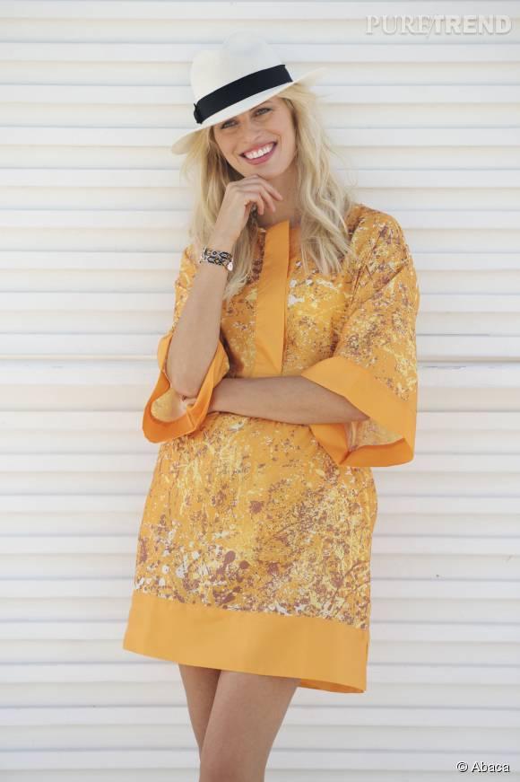 Karolina Kurkova porte une tunique de la collection Wet Deck.