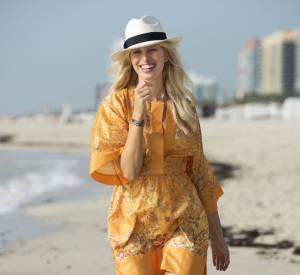 Karolina Kurkova, son look de plage chic.