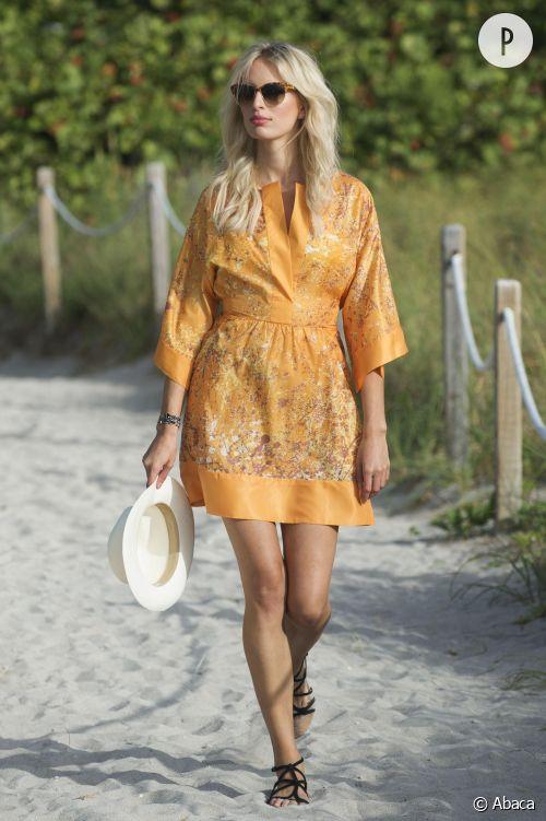Karolina Kurkova sur la plage à Miami Beach le 22 juillet 2015.