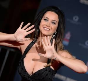Katy Perry, décolleté sulfureux aux côtés de Jeremy Scott