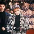 Mylène Farmer en 1987. Costume vichy pour la chanteuse.