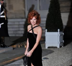Mylène Farmer en 2010 à l'Élysée. Robe en velour pour un rendu glamour