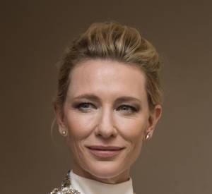 Les épaules de Cate Blanchett sont recouvertes de pierres aux motifs floraux.
