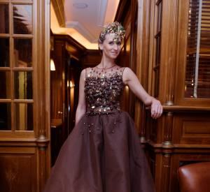 La jeune maman porte une robe crée par Florencia Soerensen et chocolatée par Philippe Bernachon.