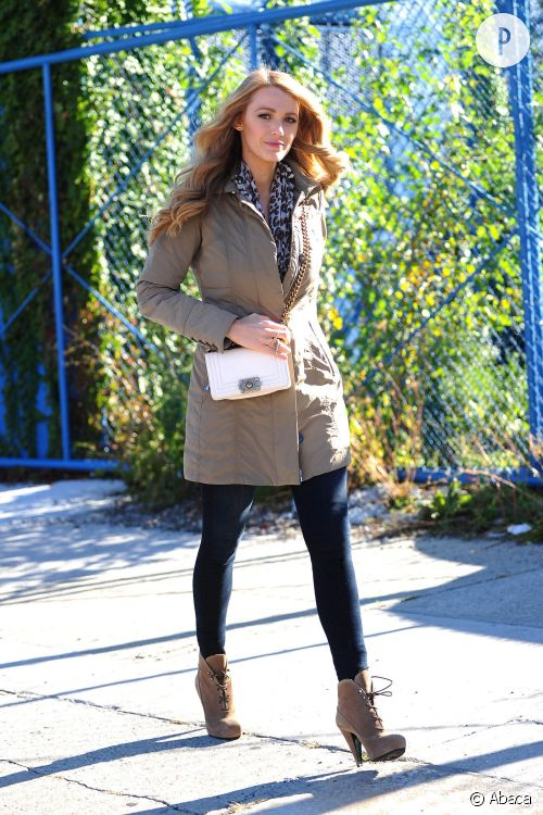 Blake Lively : doudoune Peuterey et bottines, son look automnal à copier !