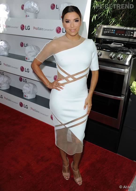 Eva Longoria sublime dans cette robe bimatière.