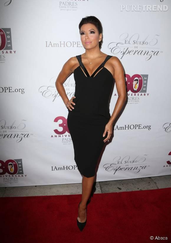 Eva Longoria sublime dans une robe maxi décolletée.