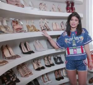 Kylie Jenner nous invite dans son dressing.