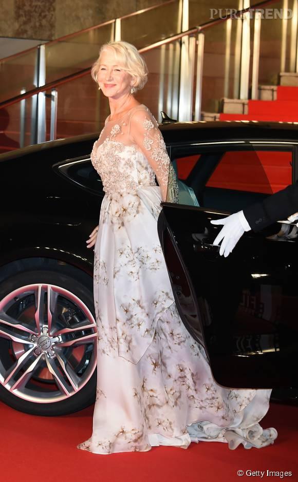 Helen Miren superbe dans sa robe de bal lors de la cérémonie d'ouverture du Festival International du Film de Tokyo le 22 octobre 2015.