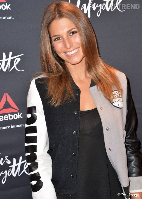 Laury Thilleman, une surfeuse toujours très sexy.