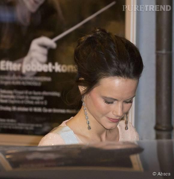 La princesse Sofia parée de pendants d'oreilles en diamants lors d'une réception organisée par la Royal Swedish Academy of Engineering Sciences à Stockholm le 23 octobre 2015.