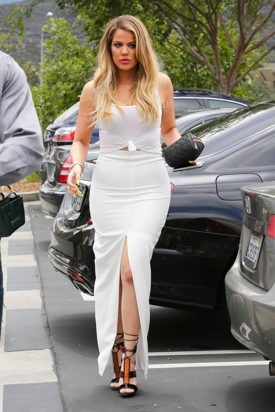 Khloe Kardashian rayonnante dans cette tenue blanche - Puretrend da1e1b06ef98