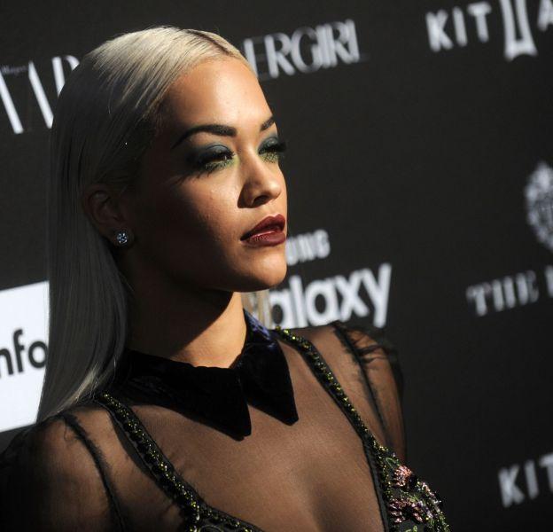Rita Ora toujours très glamour sur le red carpet.