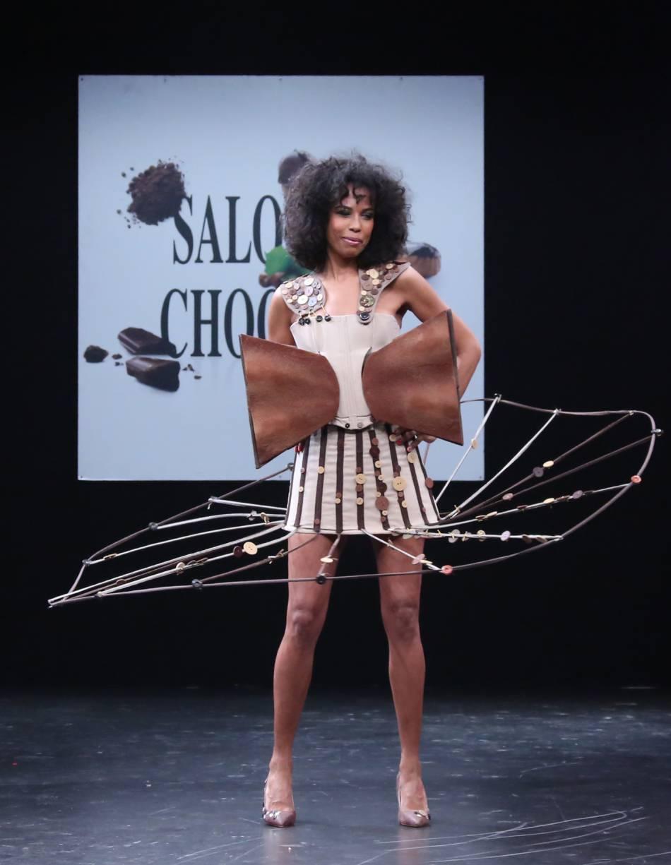 Elizabeth Tchoungy dans une création sucrée et originale !