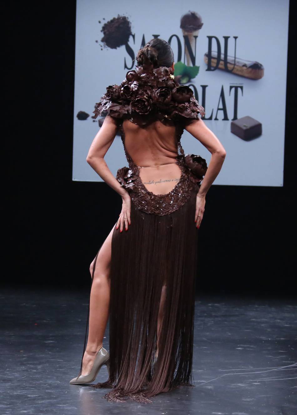 Karine Lima vue de derrière. Chaud Cacao - Chaud, chaud, chaud, chocolat !