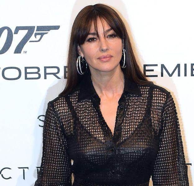 Monica Bellucci, ultra sexy dans cette robe cintrée noire légèrement transparente.