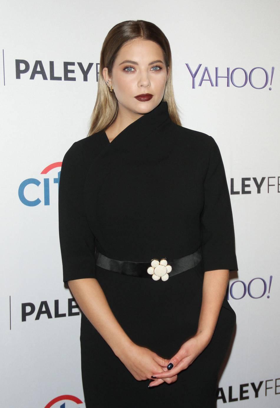 """Ashley Benson avait été choqué par l'abus de Photoshop pour l'affiche de la saison 4 de """"Pretty Little Liars""""."""