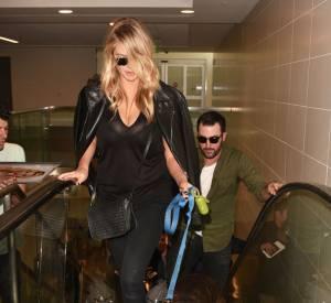 Kate Upton à l'aéroport de Los Angeles en compagnie de son petit ami et de son chien !