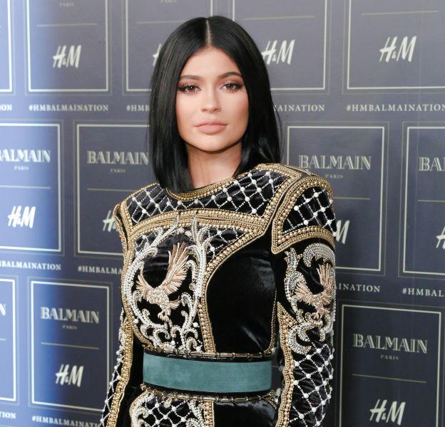 Kylie Jenner, robe toujours plus courte et visage toujours plus maquillé.
