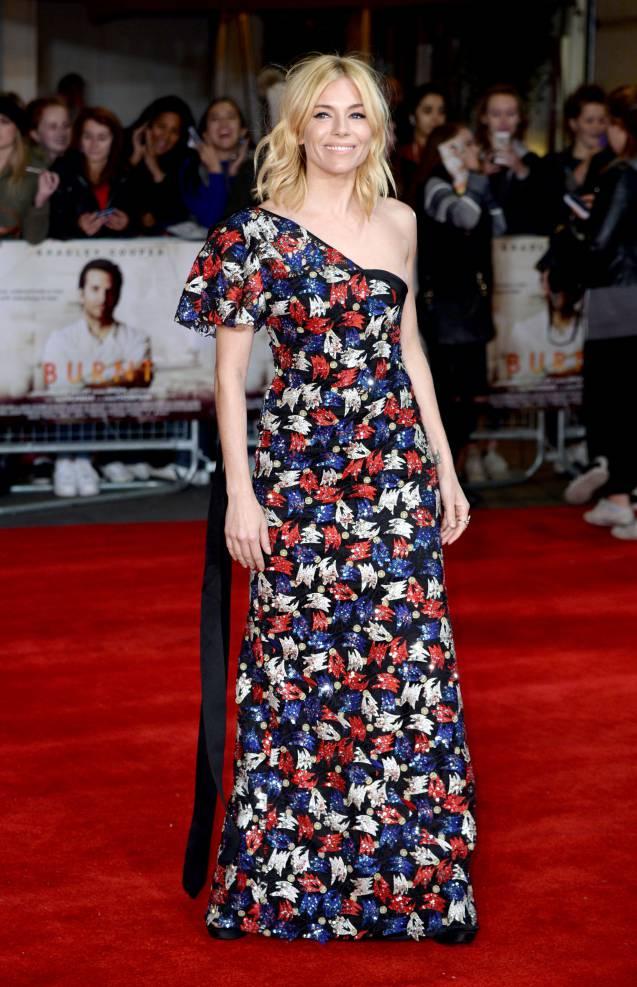 """Sienna Miller, toujours aussi sublime pour son dernier film """"A Vif !""""."""