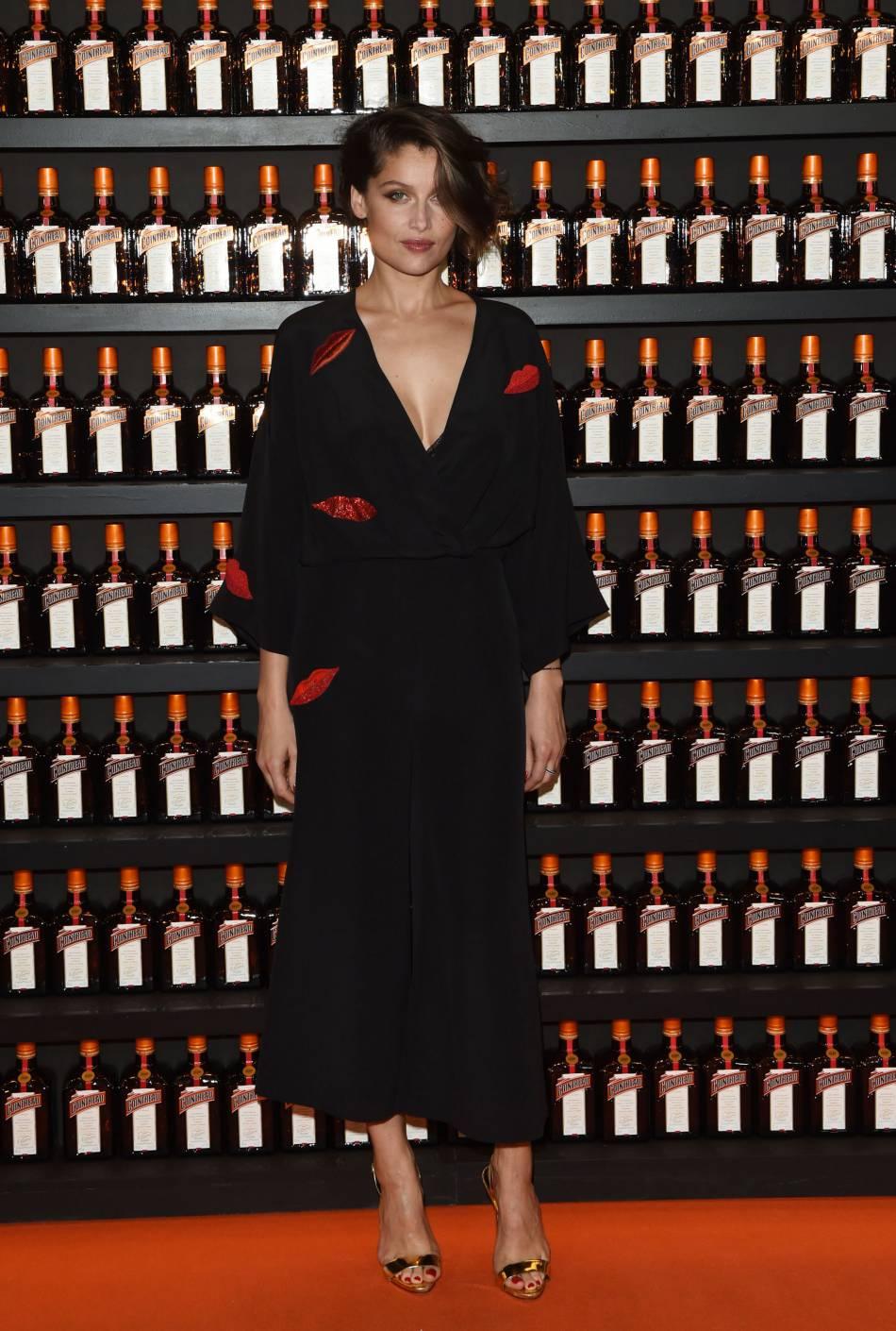 Laetitia Casta, ravissante en combinaison Schiaparelli et souliers Giuseppe Zanotti. Elle fait la part belle à l'Italie !
