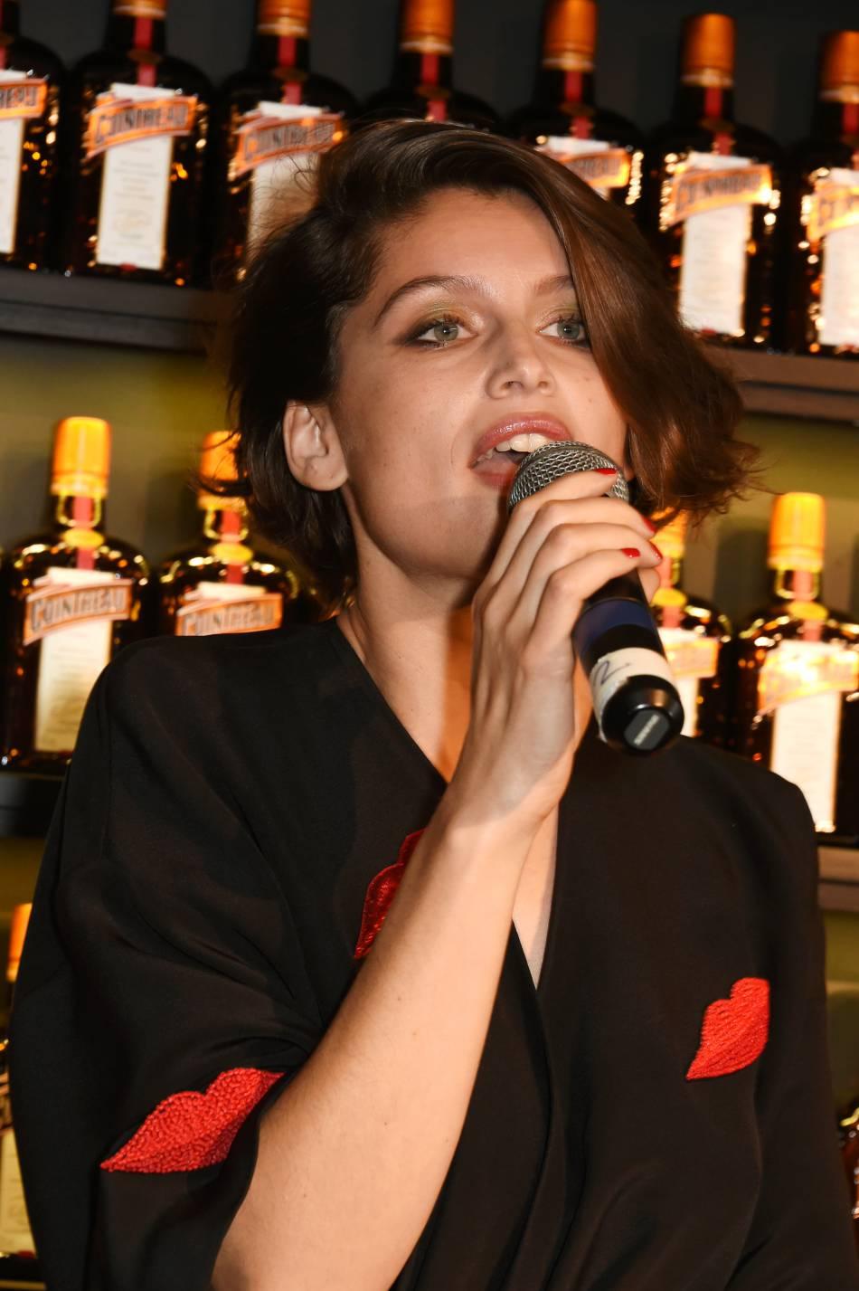 Laetitia Casta a donné de sa personne : elle a même poussé la chansonnette !