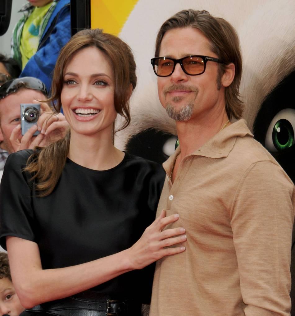 """Brad Pitt ne tarit pas d'éloges sur le talent d'Angelina Jolie, une réalisatrice qu'il trouve """" incroyablement intuitive """" et... sexy."""