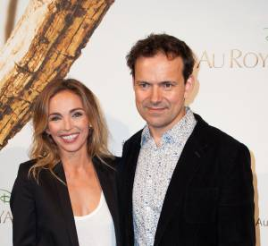 """Claire Keim aux côtés de Mark Linfield, le réalisateur du """"Royaume des Singes""""."""