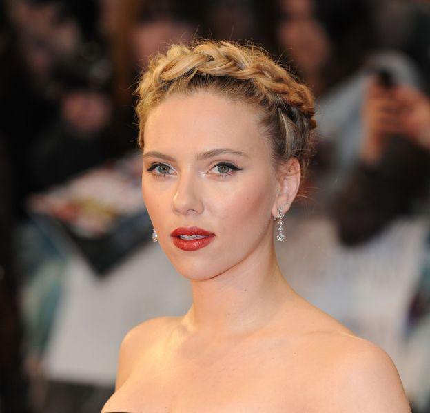 La couronne tressée est devenue la signature de Scarlett Johansson.