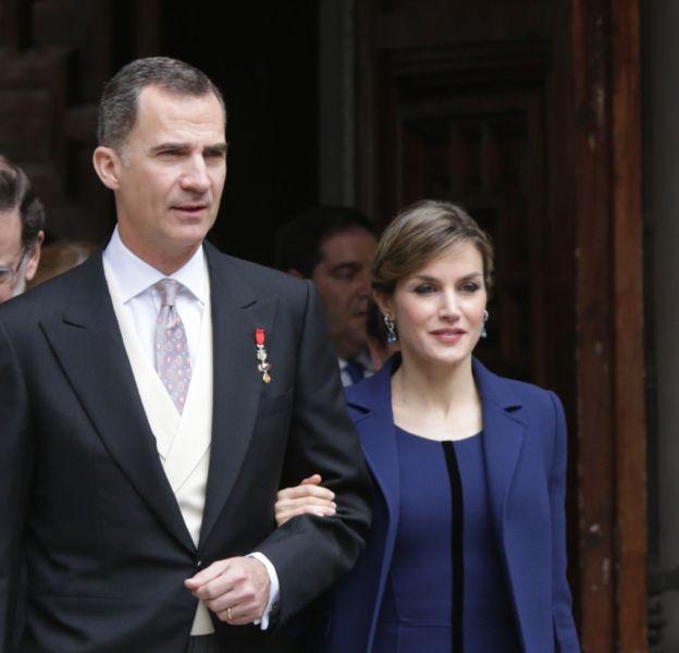 Letizia au bras de son mari le roi Felipe VI, lors de la remise du prix Cervantes, le 23 avril 2016.