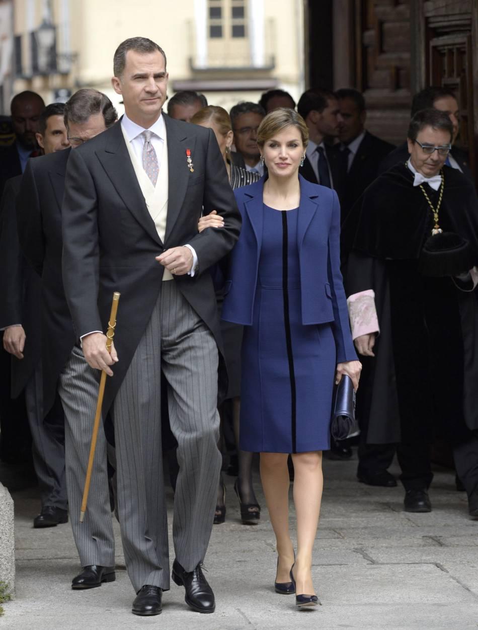 Letizia, ravissante en bleu, elle renoue avec le style, petit à petit.