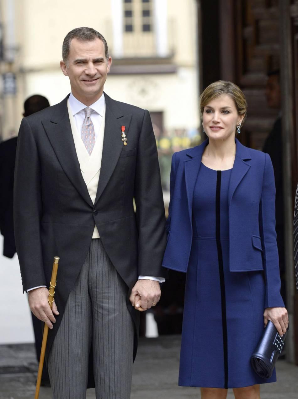 Letizian souriante et amoureuse aux côtés du roi d'Espagne, qui aurait mieux fait de ne pas se raser !