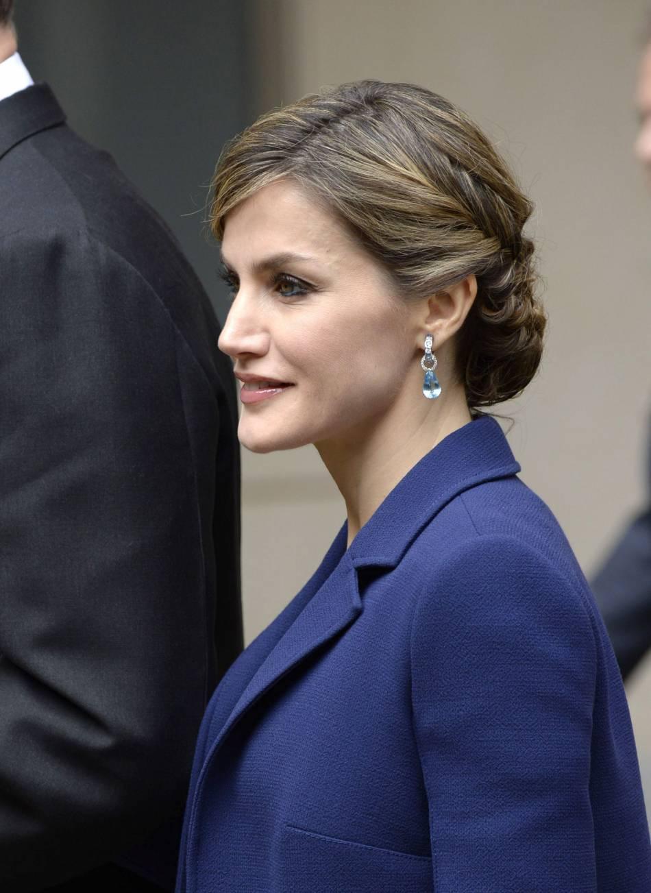 Letizia d'Espagne arborait un joli chignon tressé, glamour et romantique.